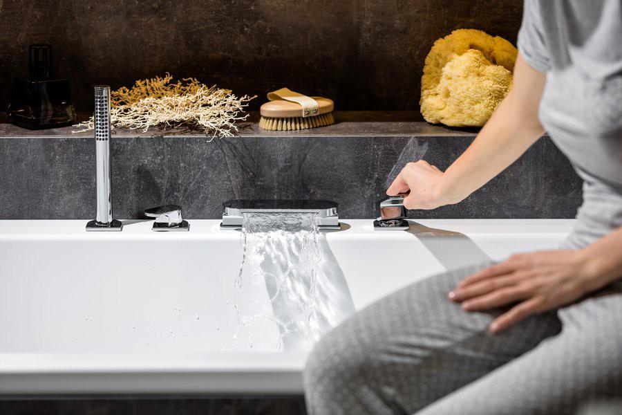 Смеситель на борт ванны Ravak Chrome CR 025.00 на 4 отверстия (врезной каскадный)